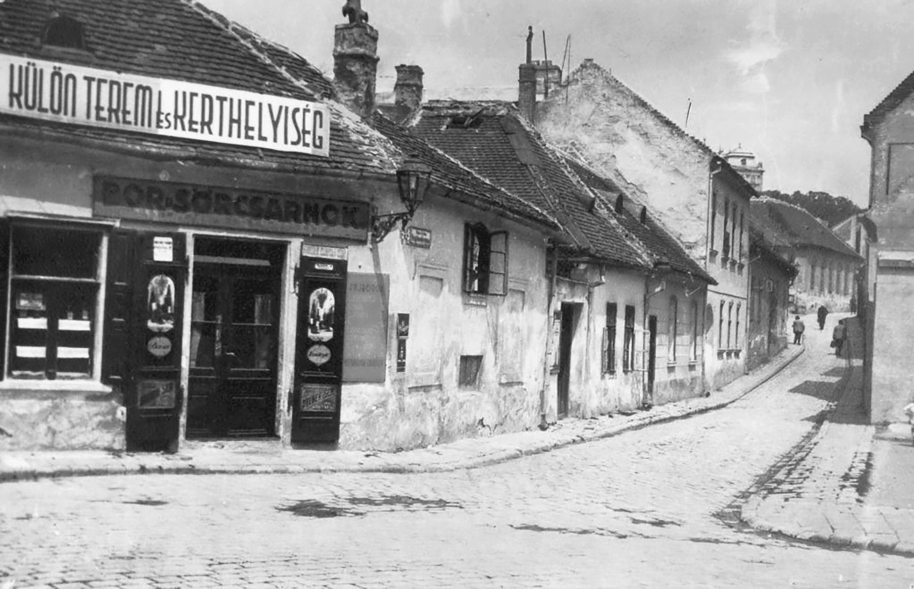 1928_taban_hadnagy_utca_szemben_a_virag_benedek_utca_torkolata_saly_noemi.jpg