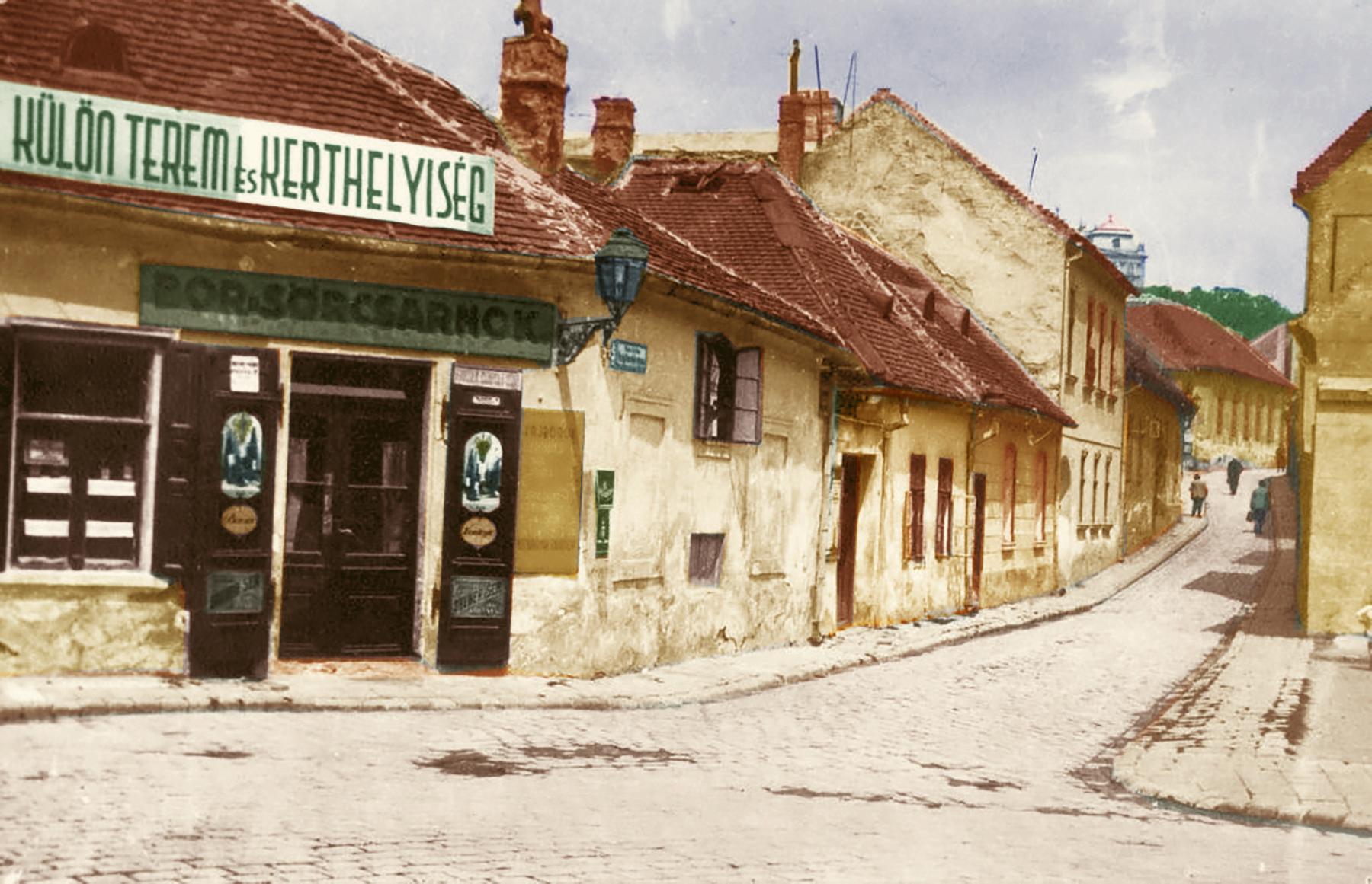 1928_taban_hadnagy_utca_szemben_a_virag_benedek_utca_torkolata_saly_noemi_color.jpg