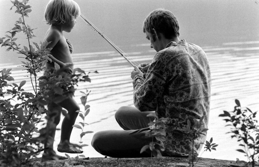 donald_sutherland_and_his_son_kiefer_in_california_1970.jpg
