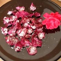 Kandírozott, rózsavizes rózsaszirmok