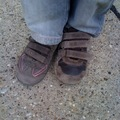 Magas barna csaj felemás cipőben