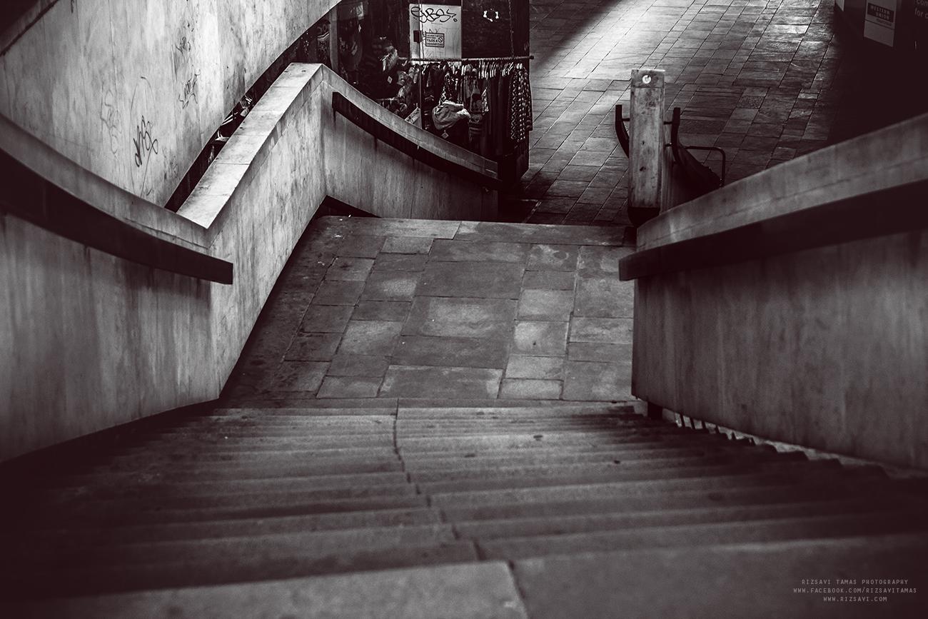 Üres lépcsők