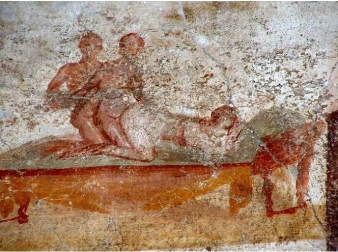 antica-roma-sesso-a-tre-tra-gli-scavi-di-pompei.jpg