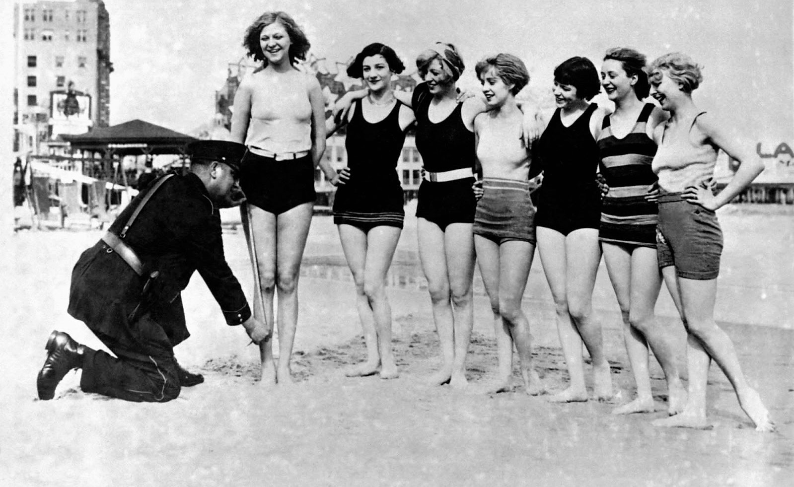 prohibited_bathing_suits_1920s_4_2.jpg