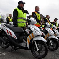 Kit érdekelnek a rendőrmercik, ha vannak polgárőr robogók?