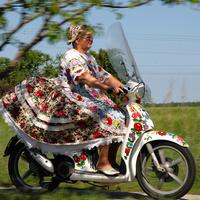 Magyar népművészet a motoron