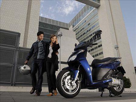 aprilia-sportcity-cube-scooter-1.jpg