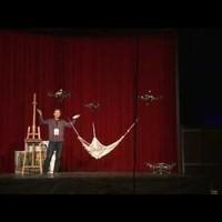 Raffaello D'Andrea előadása a visszacsatolásos vezérlésről