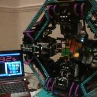 CubeStormer, a Rubik-kocka bajnok