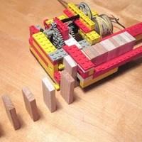 Dominozó LEGO robot