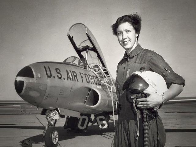 82 évesen indul az űrbe a volt Mercury pilótanő