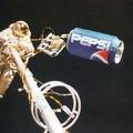 Kóla verseny az űrben.