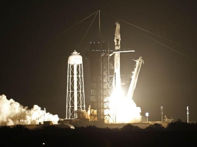 A SpaceX Crew-2 úton az űrállomásra