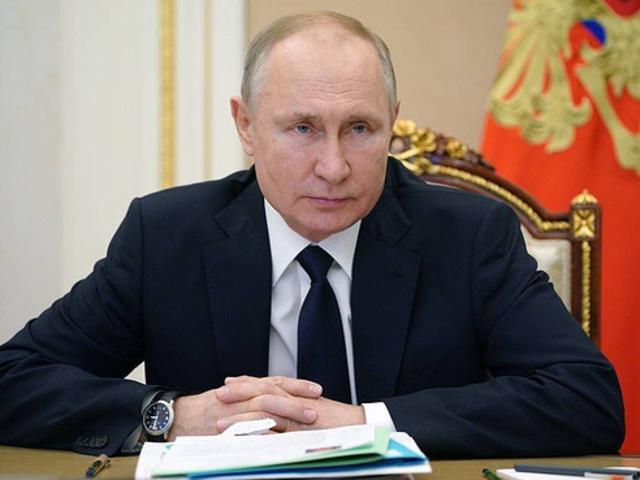 Putyin: Oroszországnak fenn kell tartania vezető nukleáris és űrhatalmi státusát