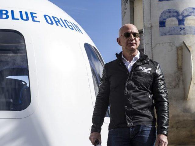 Jeff Bezos saját rakétáján indul az űrbe