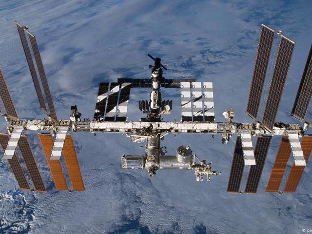 Orosz vagy amerikai módszer kalapálással űrhajót javítani