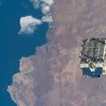 A Nemzetközi Űrállomás 2.9 tonnányi akkumulátortól szabadult meg, elengedve azt, hogy idővel elégjen a légkörben