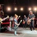 Sztárvendég a Foo Fightersnél: Scott Ian nyolcéves fia vendégszerepelt Dave Grohlék koncertjén