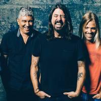 Itt van még egy új Foo Fighters-dal