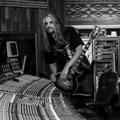 Signature gitárja lesz Adam Jonesnak, szólódalt adott ki a Tool másik két tagjával