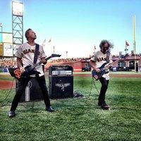 A Metallica baseball mérkőzésen játszotta az amerikai himnuszt