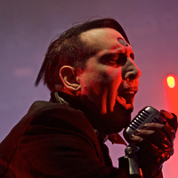 Ha kimaradt volna, így nyomta Mr. Manson az X Japanos Yoshikivel a Sweet Dreamst