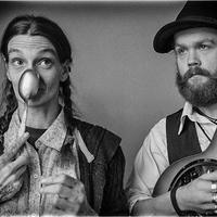 Kanál néni és a country gitár - Chris Rodrigues and Abby the Spoon Lady