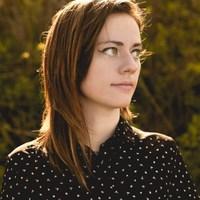 Napközbeni lebegés - Hallgasd meg Sarah Longfield új dalát!
