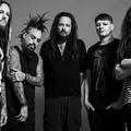 Travis Barkerrel is demózott a Korn