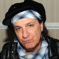 Elhunyt Sylvain Sylvain, a New York Dolls alapító gitárosa