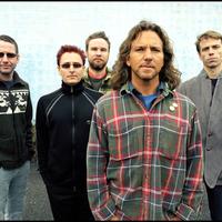 Dennis Rodman és egy kidobott rajongó a Pearl Jam epikus hosszúságú koncertjén