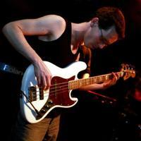 Mindig zenével akartam foglalkozni, ehhez értek - Interjú Bartos Dániellel a belga Earthlight basszusgitárosával,