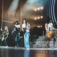 Ilyen volt Angus Young vendégszereplése a Guns N' Rosesban