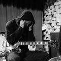 Egy koncert, ahol a gitár behangolása is a kapcsolat része volt...