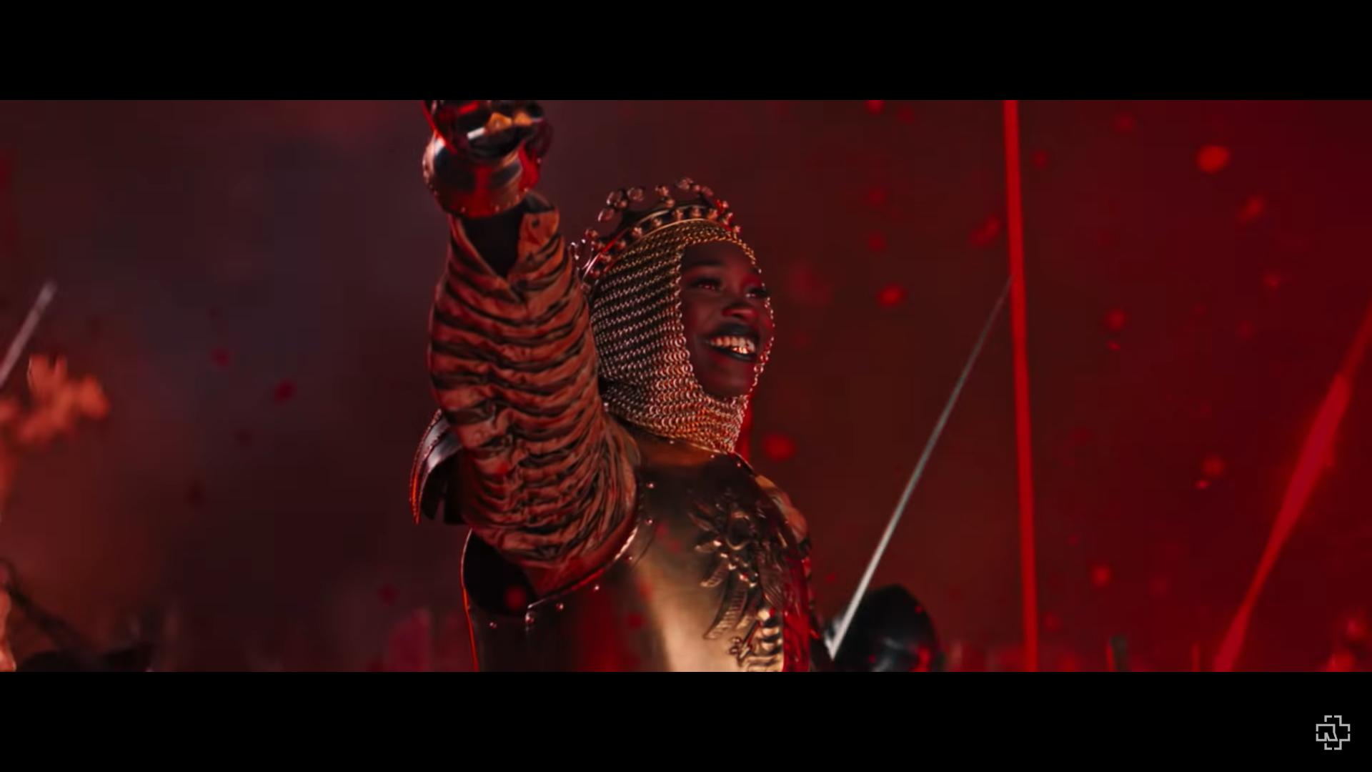 rammstein_deutschland_snapshots_55_the_queen_of_war.png