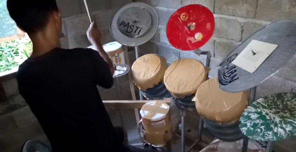 deden_noy_drums-1000x515.jpg