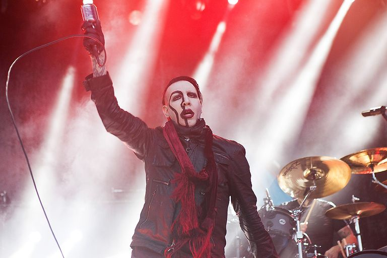 marilyn-manson-performs-during-the-smashing-pumpkins-and-marilyn-manson-the-end-times-tour.jpg