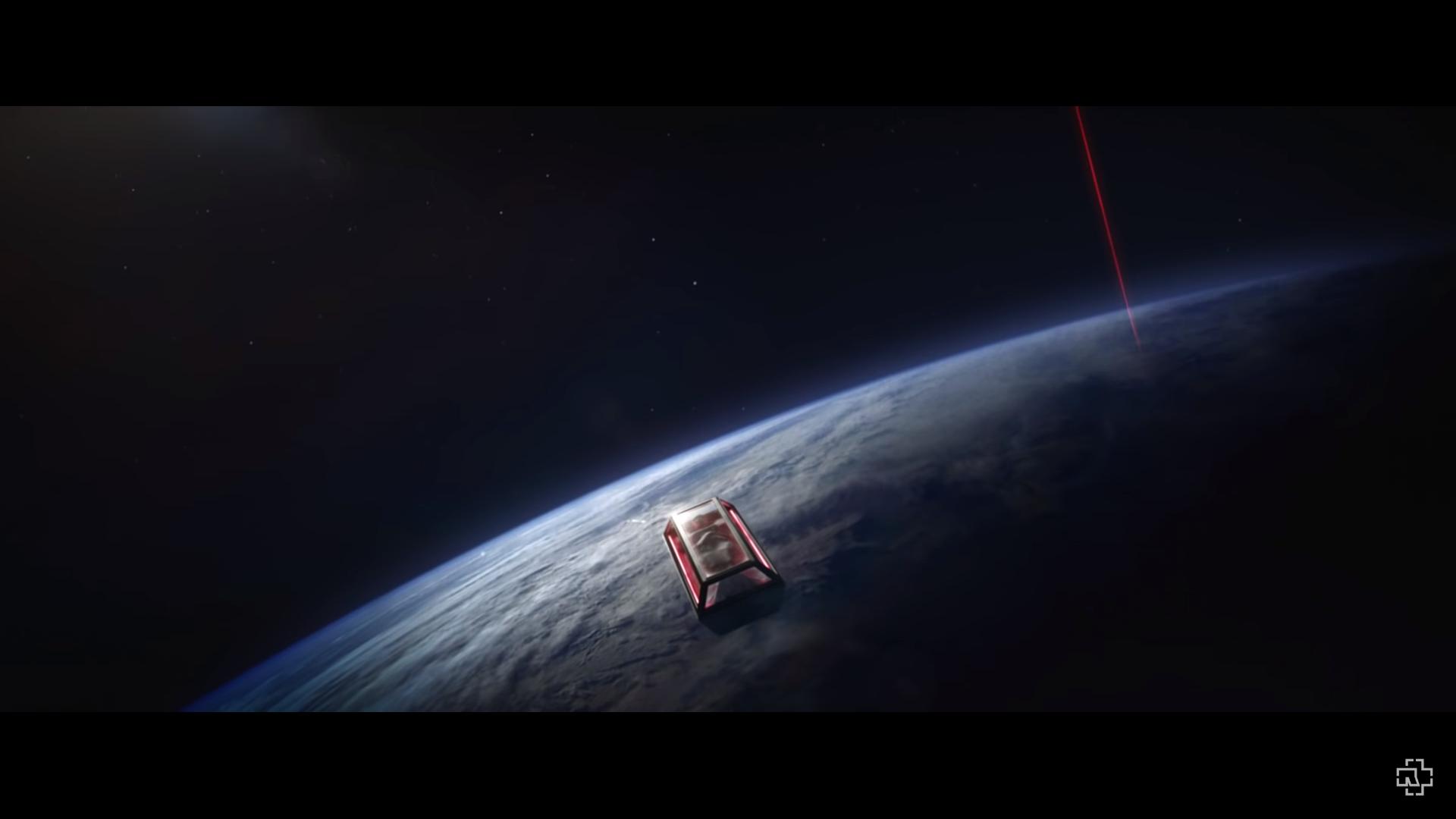 rammstein_deutschland_snapshots_68_space_expedition.png