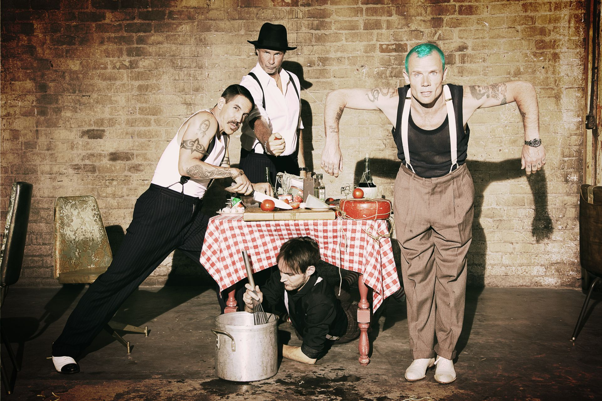 Red_Hot_Chili_Peppers_New_Press_Picture_kicsi.jpg
