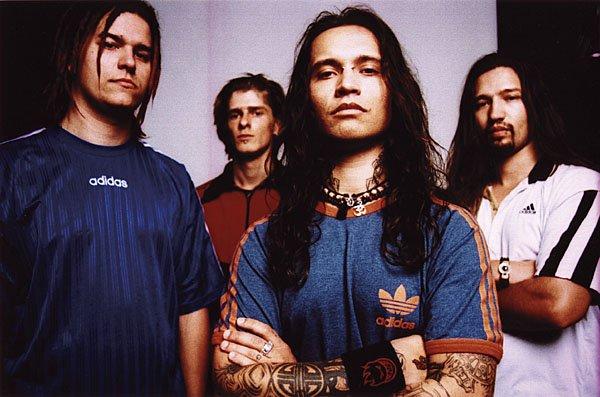 Farkas Zotya és Csaba (Ektomorf)<br /><br />A 2008-ig a Farkas tesók által fémjelzett Ektomorf méltán az egyik legnagyobb groove metal név Magyarországon. A külföldön is jól ismert csapatban az Outcasttal bezárólag dolgozott együtt a két Farkas, addig pedig olyan lemezeket raktak le az asztalra, amelyek még azóta is ott visszhangzanak sokak lejátszójában.