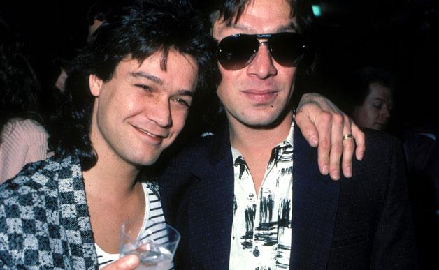 Eddie és Alex Van Halen (Van Halen)<br /><br />A '80-as évek egyik legikonikusabb rockcsapatának is egy gitár-dob felállású testvérpár a megrendíthetetlen alapköve. Sokszor elfelejtik, hogy Alex is milyen kiváló dobos, mert Eddie tagadhatatlanul zseniális gitárjátékára figyelnek, de higyjétek el, a dobok mögött is történik ez-az! Hogy mégjobban családi vállalkozás legyen a Van Halen, 2012 óta Eddie fia, Wolfgang Van Halen pengeti a bőgőt a bandában.