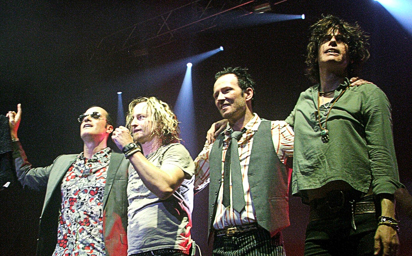 stone_temple_pilots_lineup_on_stage_cropped.jpg