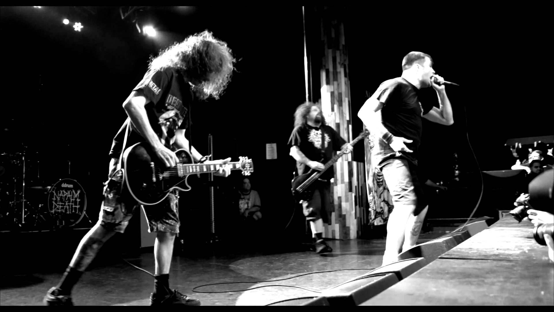 2018.03.01 Napalm Death<br /><br />Stílusbeli fundamentumoknak tekinthetó zenekarokból bőven kijut majd 2018-ban, a grindcore alapvetés Napalm Death is tiszteletét teszi majd nálunk. Március 1. mindenkinek piros betűvel, szépen kiemelve ott szerepel a naptárban. Tali a pultnál! (Szia, Csiga!)