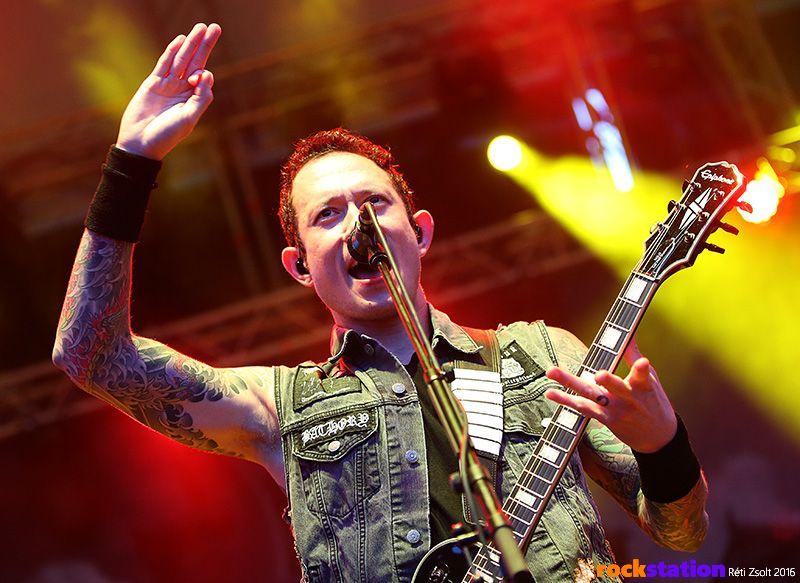 2018.03.29 Trivium<br /><br />A floridaiak tavalyelőtt egy elég masszív koncertet tartottak a Barba Negra Trackben, amikor megígérték, hogy vissza is térnek. Ez meg is történik, a nagy igényre való tekintettel a Dürer helyett Akvárium nagyterme lesz a helyszín, ami nem rossz hír a banda számára - talán jöhetnének kicsit sűrűbben is.