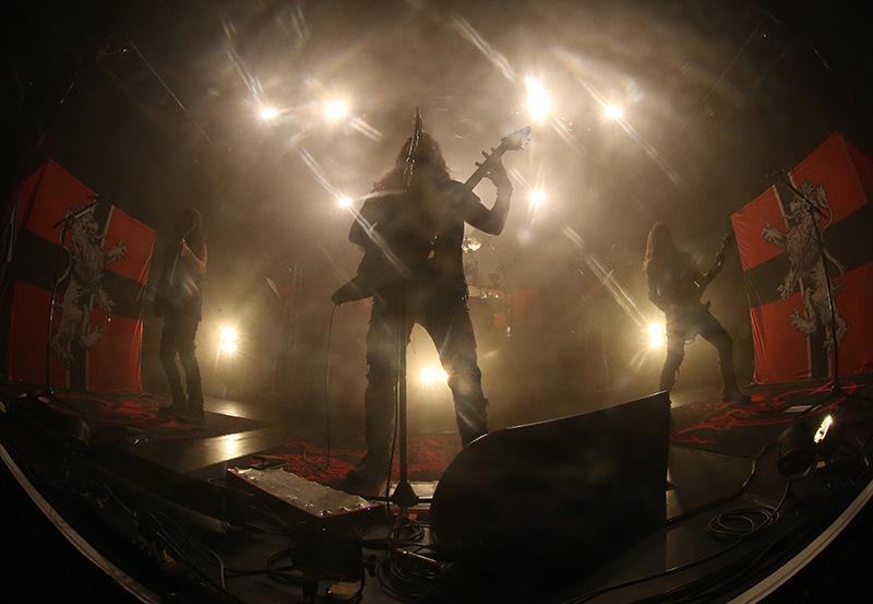 2018.04.20 Machine Head<br /><br />Robb Flynnék Catharsis című nagylemeze előreláthatólag kissé meg fogja osztani a rajongótábort, de affelől semmi kétségünk, hogy szét fogják szedni a Barba Negrát, úgyhogy a megjelenés mindenkinek alap. Csak másnapra szerezzetek nyakmerevítőt, mert fájni fog a nyakatok a headbangeléstől.