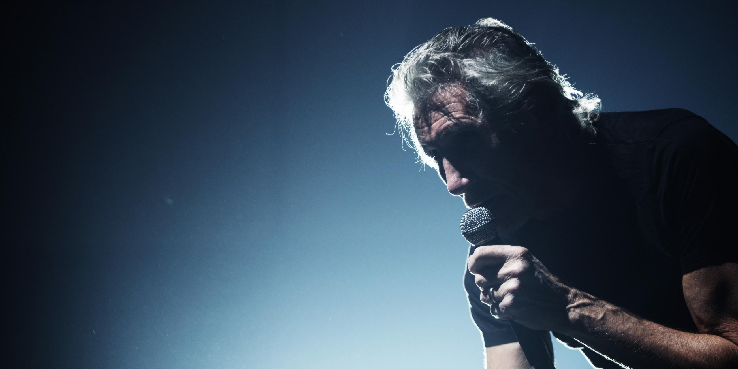 2018.05.02 Roger Waters<br /><br />Ha a Napalm Death, a Tormentor, vagy a Metallica alap és kötelező, ha a rockzene egy-egy ágáról van szó, akkor Roger Waters bulija egyenesen minden rockernek ottlévős buli. A Pink Floydban maradandót alkotó, de szólóban is rengeteg slágert leszállító basszer/énekes a tematikus bulik után most egy meglepetésekkel teli, de alapvetően a legnagyobb dalokra épülő turné keretein belül látogat el Budapestre.