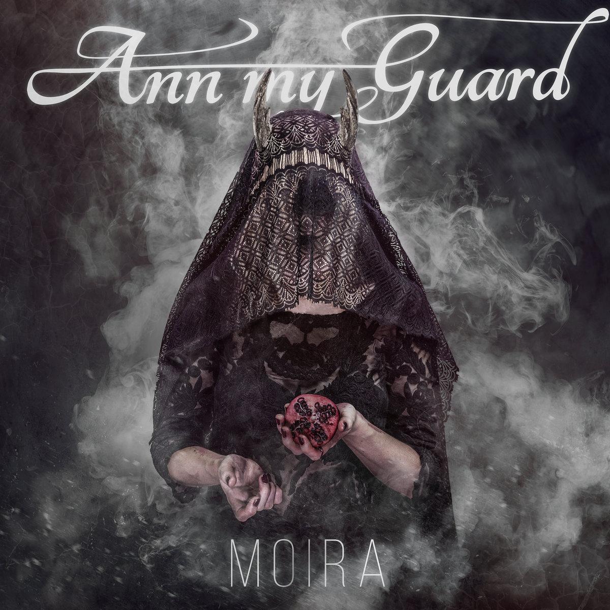 Ann My Guard - Moira<br /><br />A csajfrontos, boszorkányosan jó rockzenét játszó Ann My Guard legújabb nagylemeze tovább utaztat az általuk válaszott varázslatosan sötét, de dallamos világban. Az itthon és nemzetközi szinten is megturnéztatott korong, a Moira sem maradhatott ki az itthoni kedvenceink közül.