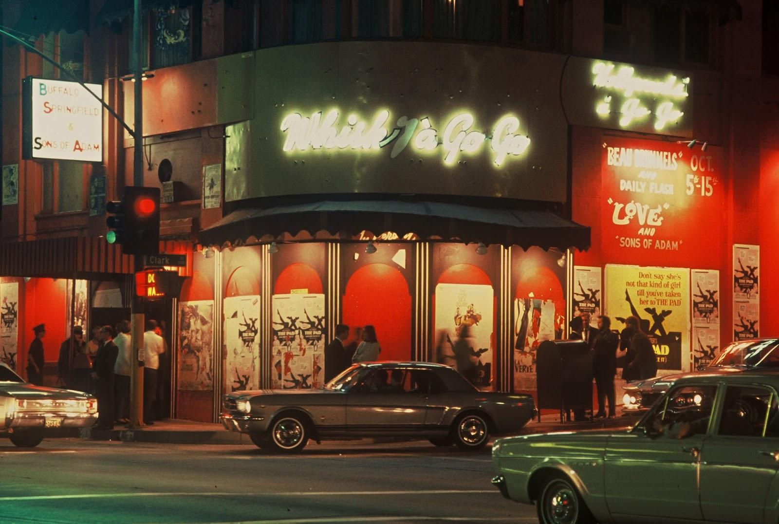 Whiskey a Go Go<br /><br />Aki valamennyire is foglalkozott kicsit a rockzenével, annak esélytelen, hogy ne hallott volna erről a helyről. A Sunset Stripen álló épület 1964 óta vendégül látta már a The Doorst, a Steppenwolfot, a Van Halent, a Mötley Crüet, a System Of A Downt, és a Linkin Parkot is. Nem hiába került be 2006-ban a Rock and Roll Hall of Famebe is.