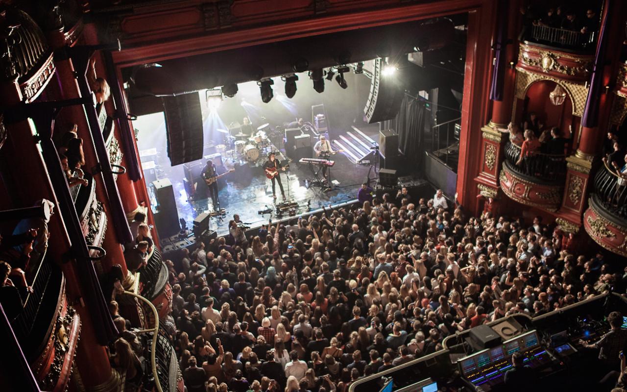 KOKO<br /><br />Az egykori színházból kialakított londoni szórakozóhely ma már a legnevesebb zenei eseményeknek ad otthont. A 2004-es újra-átadás óta fellépett itt többek között a Red Hot Chili Peppers, az Oasis, Noel Gallagher, a My Chemical Romance és Prince is sok más stílusból érkező, szintén nagynevű előadók mellett. A koncertek mellett TV-műsorok, kortárs események és egyéb rendezvények is megrendezésre kerülnek a KOKO-ban.