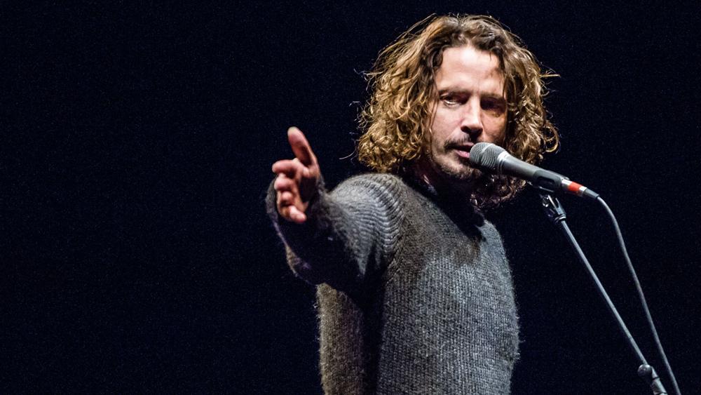 Chris Cornell (Soundgarden, Audioslave) május 17.<br /><br />Az énekes a Soundgarden detroiti koncertjét követően, a szállodai szobájában végzett magával. Természetesen nagy űrt hagyott maga után, kevés zenésztársról emlékeztek meg ilyen sokan a rá következő napokban, mint Chris Cornellről.